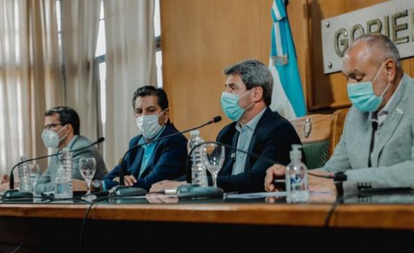 Tras el sismo, Uñac anunció ayuda económica para los municipios