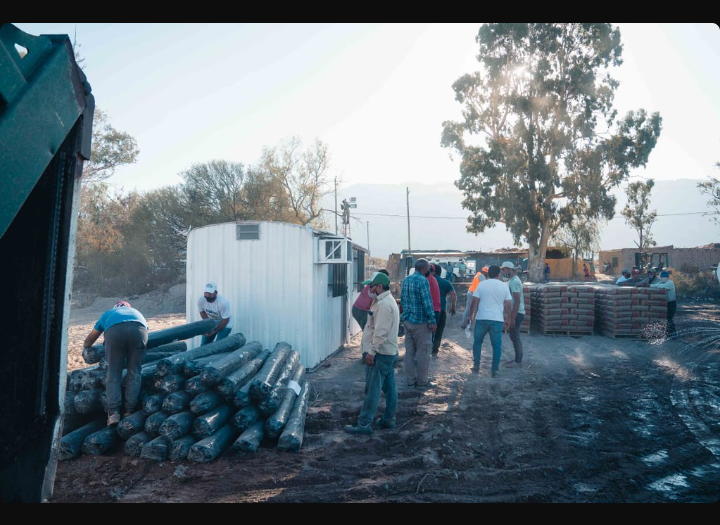 Kits de construcción a familias afectadas por el sismo