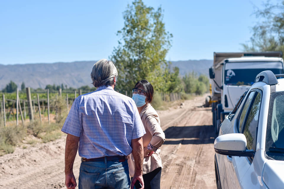 Caucete:  Readecuación de caminos rurales