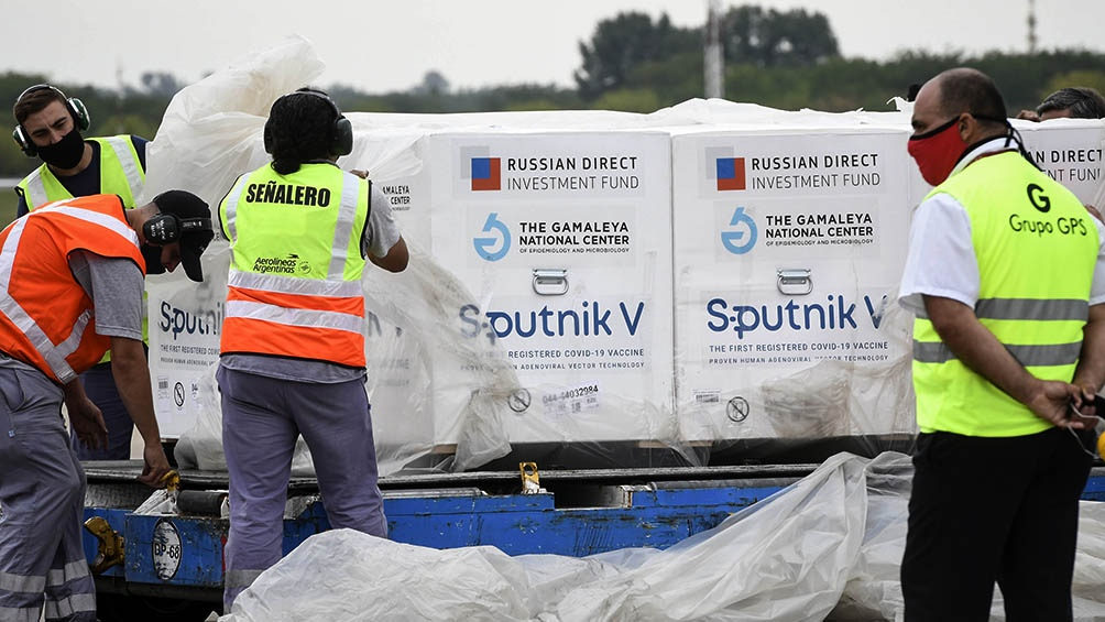 Llegan al país  500.000 dosis de la Sputnik V desde Moscú