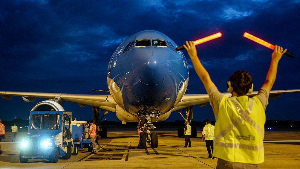 Parte un nuevo vuelo de Aerolíneas Argentinas para traer vacunas desde Moscú