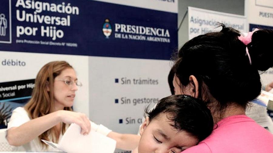 Se pagará un monto de 15 mil pesos a los beneficiarios de la Asignación Universal por Hijo (AUH),