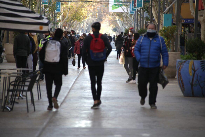 Minimo el 80% de los negocios de la peatonal no respetan el protocolo