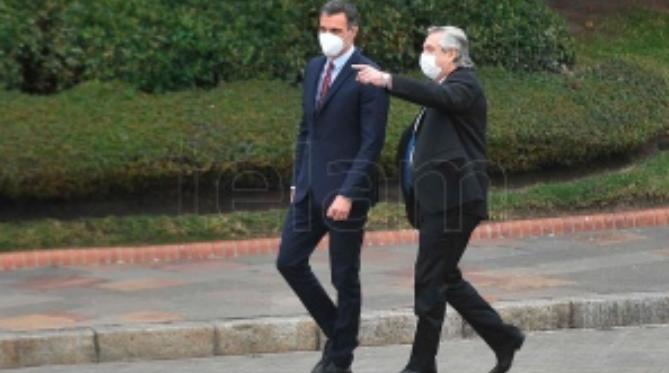 El presidente español, a favor de que se acepte la vacuna Sputnik V para ingresar en la UE