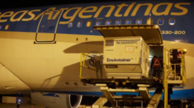 Llega un nuevo vuelo y parte otro avión a China para traer más vacunas Sinopharm
