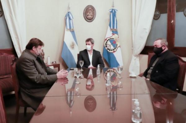 Empresarios locales junto al Gobernador Uñac
