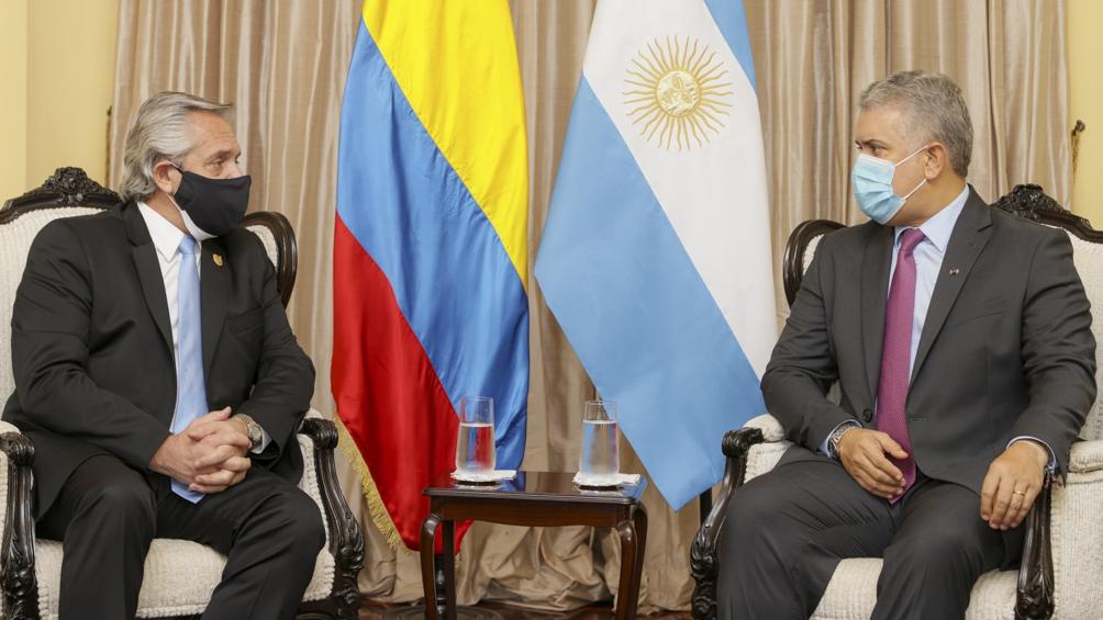 Alberto Fernández invitó a Iván Duque Márquez a visitar la Argentina